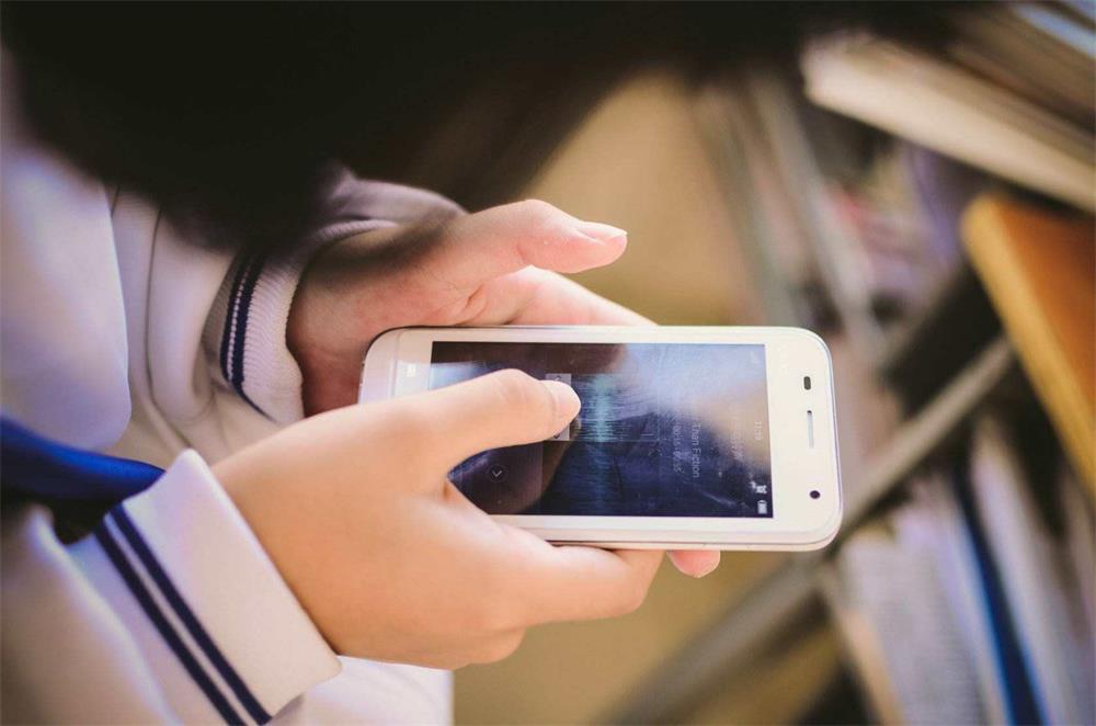 教育部:手机禁止带入课堂_新闻资讯